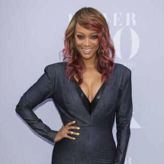 Tyra Banks' mother tells her not to wash her face with her 'dirty little hands'