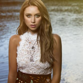 Una Healy wants to collaborate with Sheryl Crow