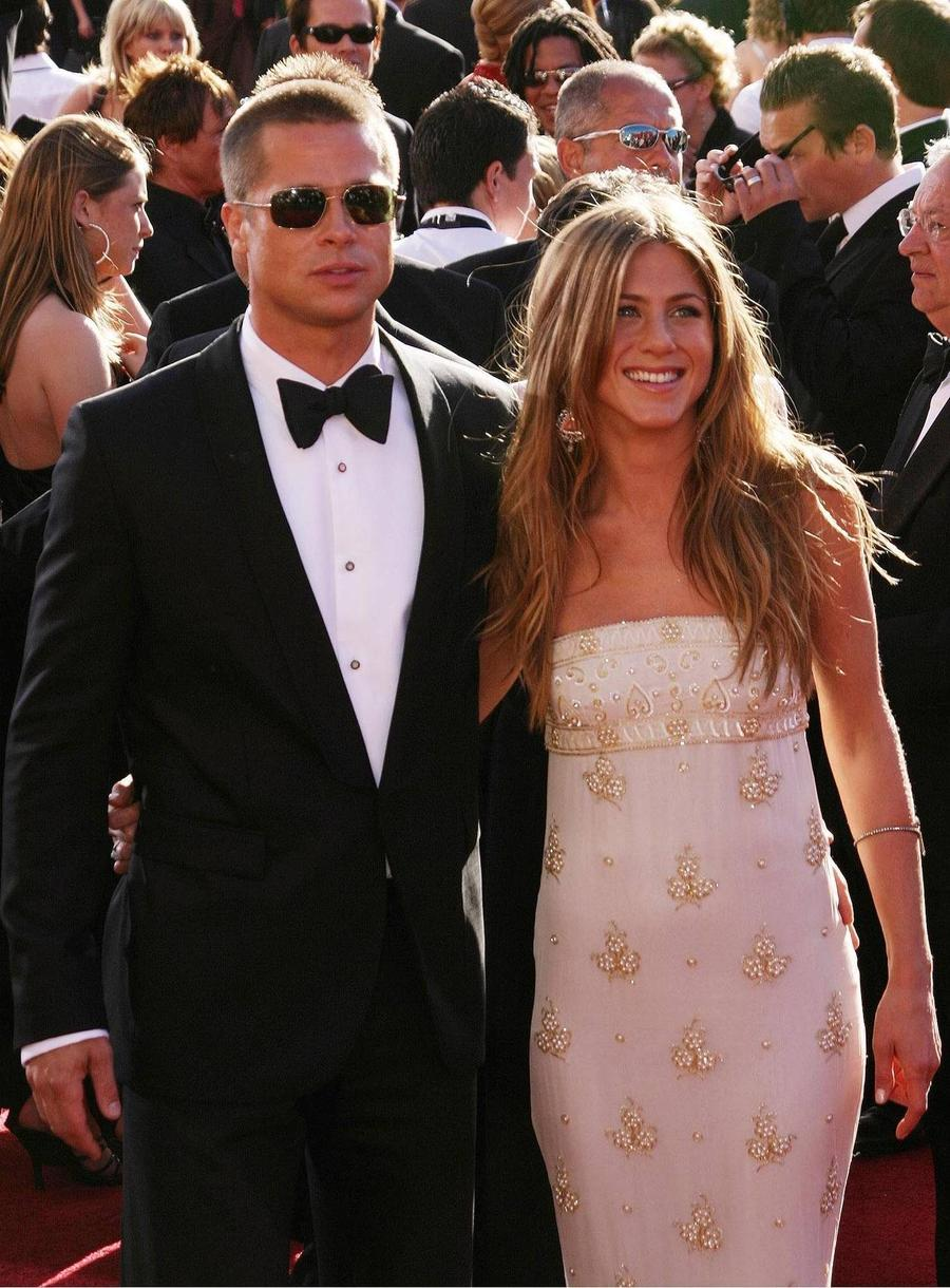 Brad Pitt Has 'Been Texting' Ex-wife Jennifer Aniston - Report