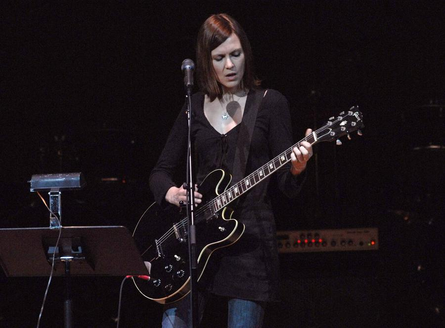 Juliana Hatfield Offers To Sell Letter From Kurt Cobain