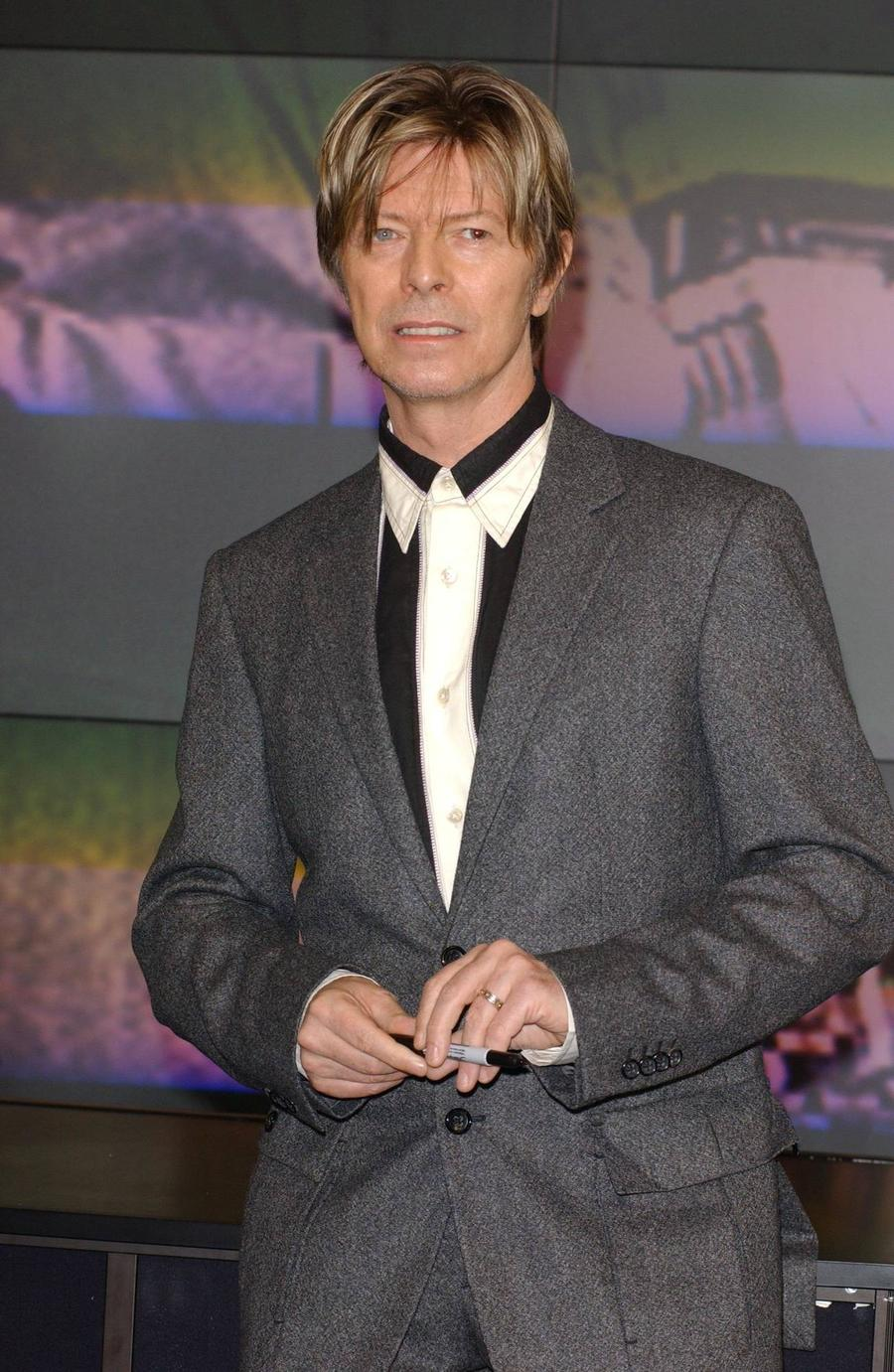 Fans Raising Funds For David Bowie Statue