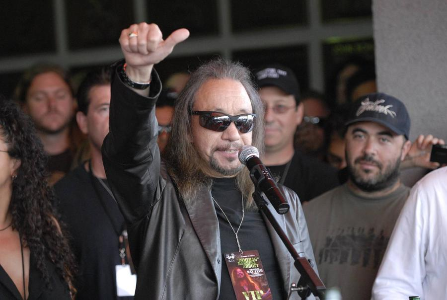 Ace Frehley 'Ordered To Limit Stage Shows'