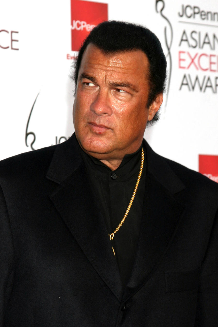 Steven Seagal Granted Russian Citizenship By President Vladimir Putin