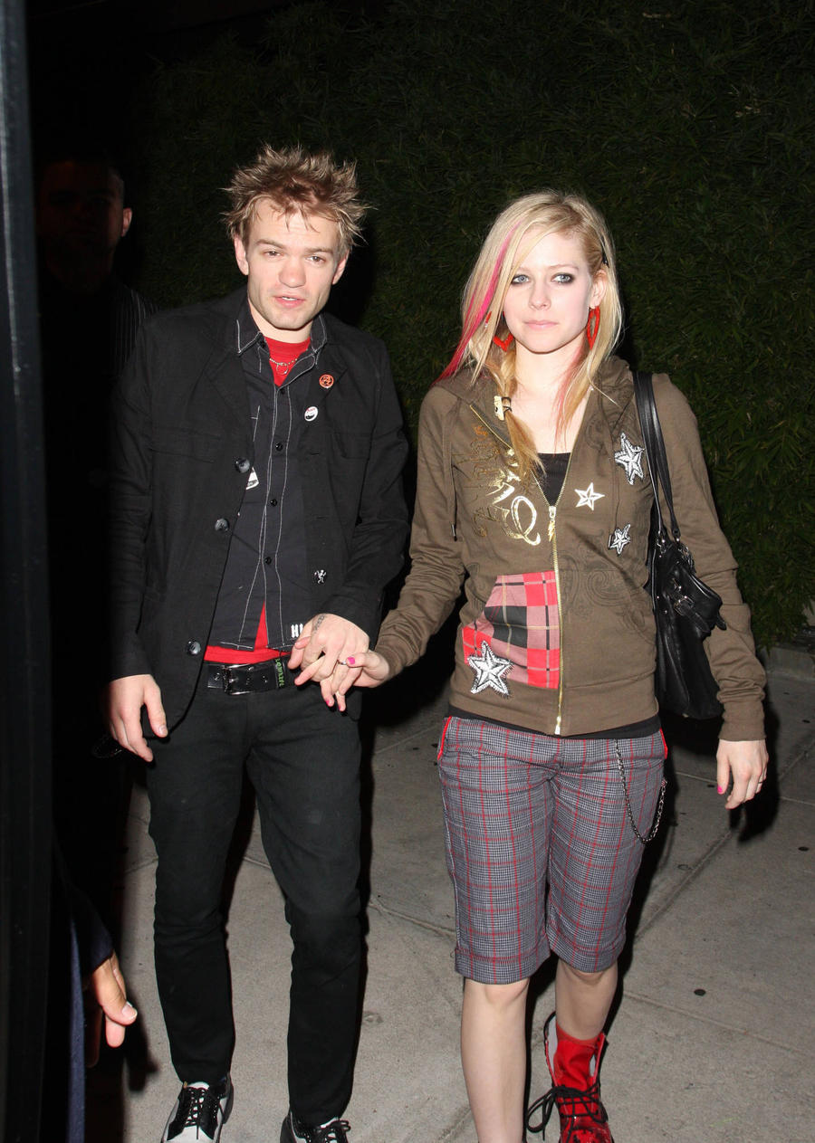 Deryck Whibley Received Death Threats From Avril Lavigne's Stalker