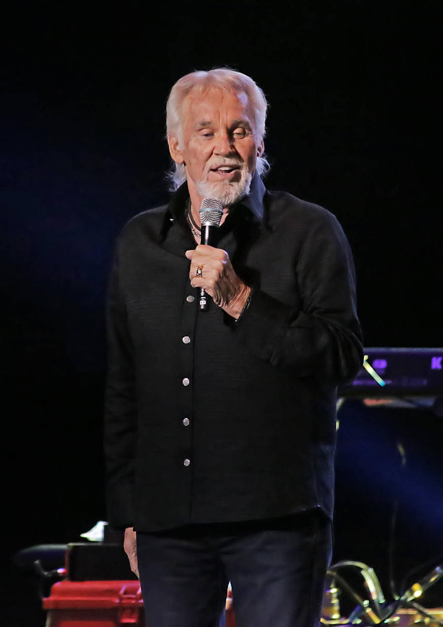 Kenny Rogers Battling Illness