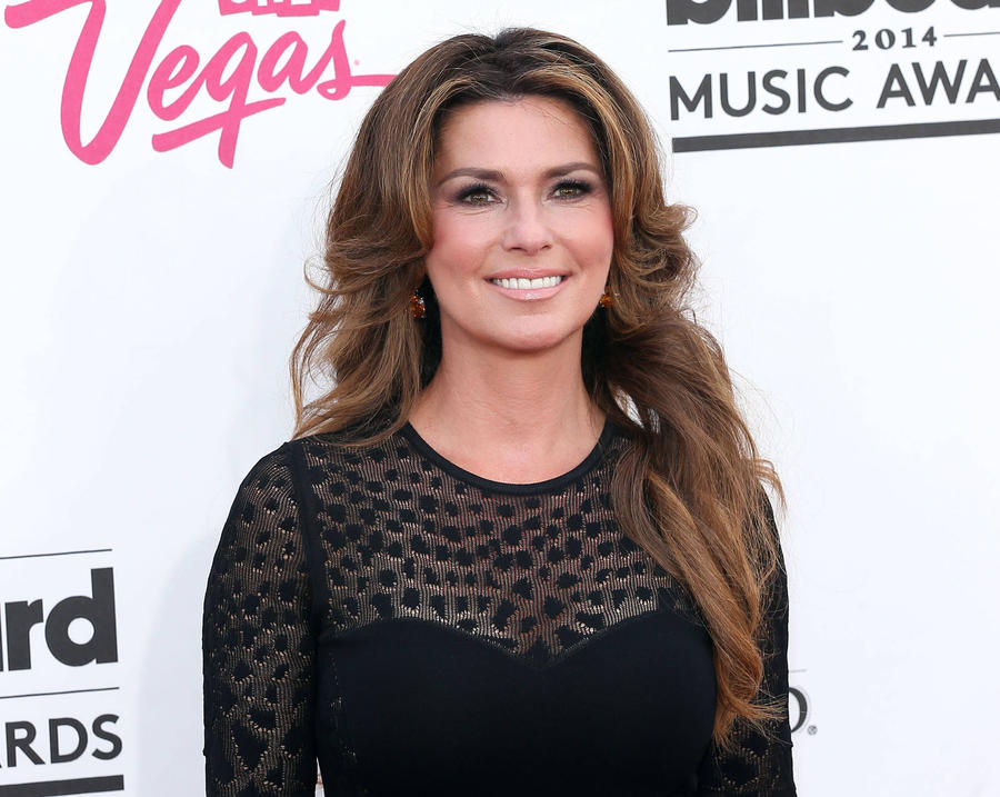 Shania Twain Signs To Madonna's Maverick Label