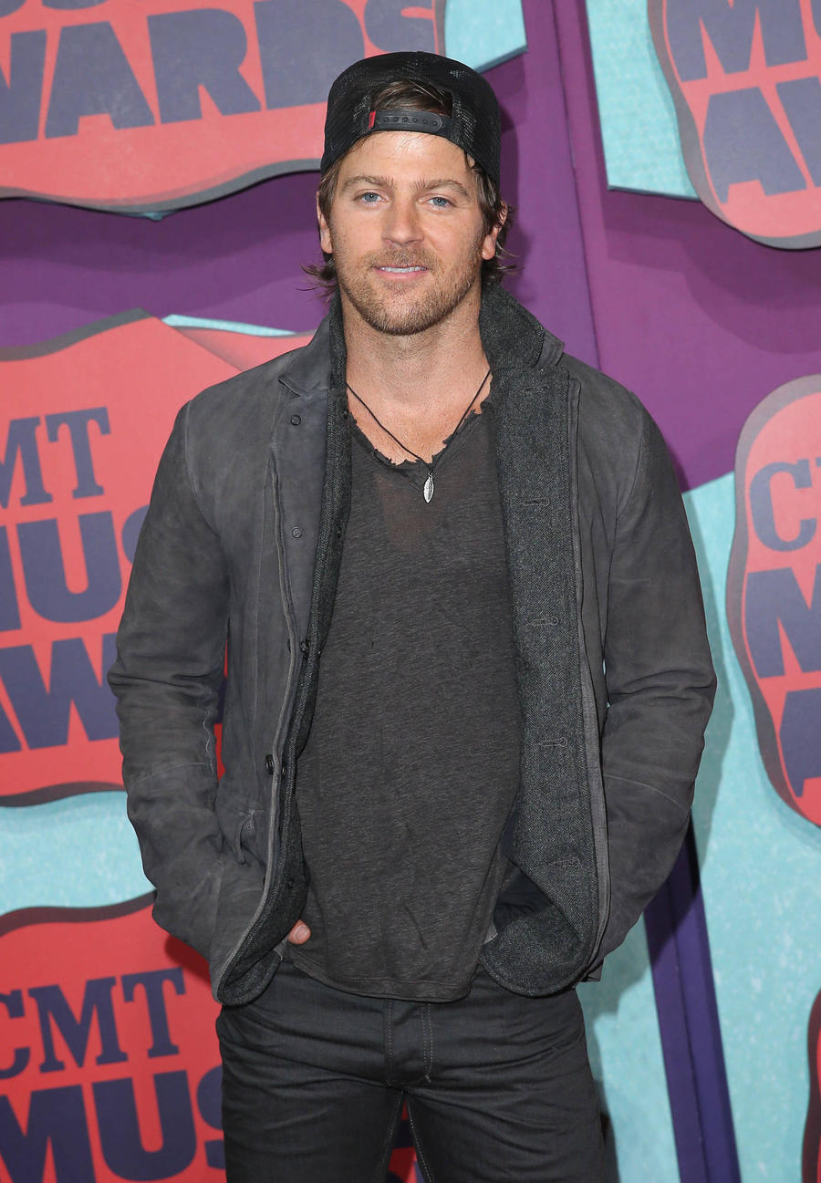 Singer Kip Moore Putting Depression Behind Him