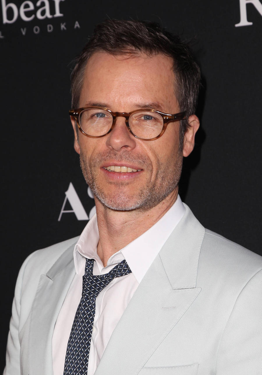 Guy Pearce Sparks Romance Rumours With Carice Van Houten