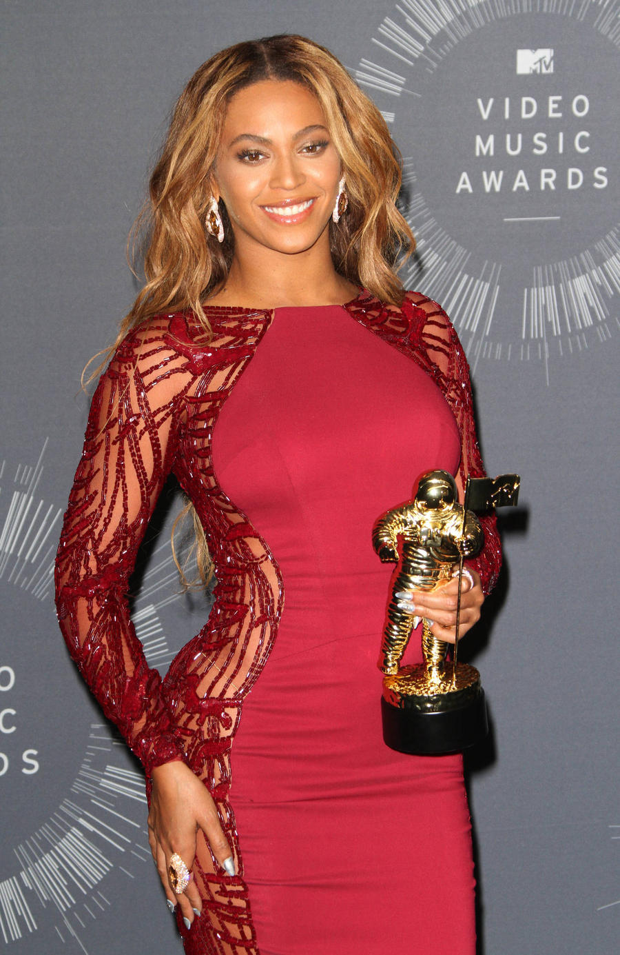 Beyonce Album To Feature Adele, Mariah Carey - Report