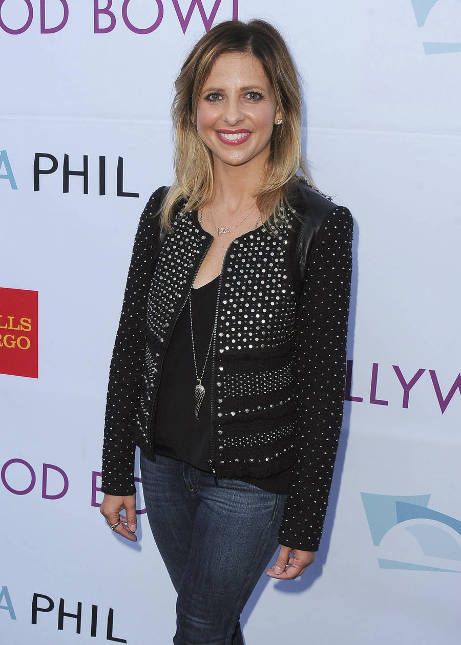 Sarah Michelle Gellar Enjoys Quality Time With Kids In The Kitchen