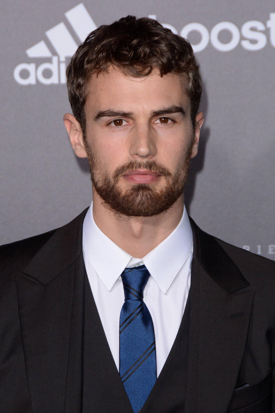 Divergent Star Theo James Glad To Help Pal's Sick Niece