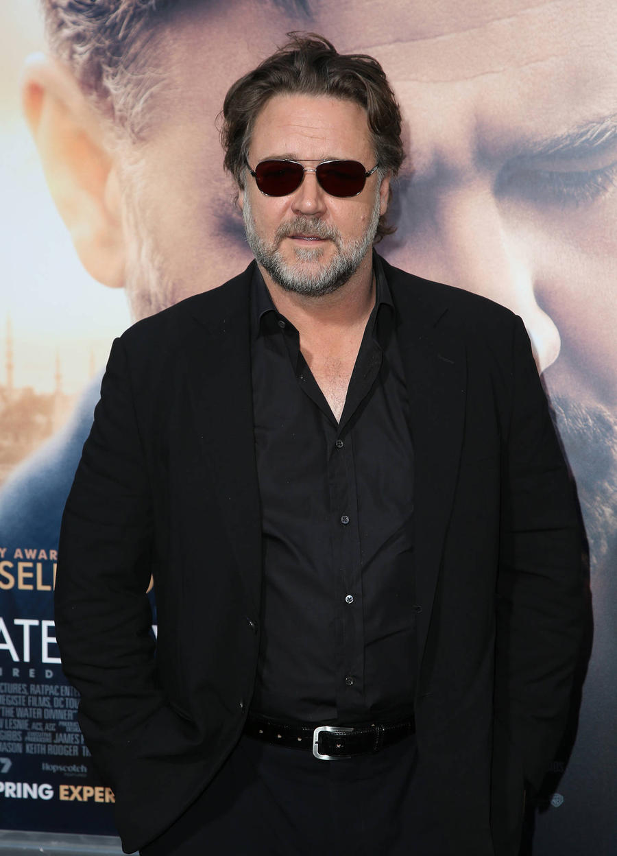 Russell Crowe Salutes John Belushi On Saturday Night Live