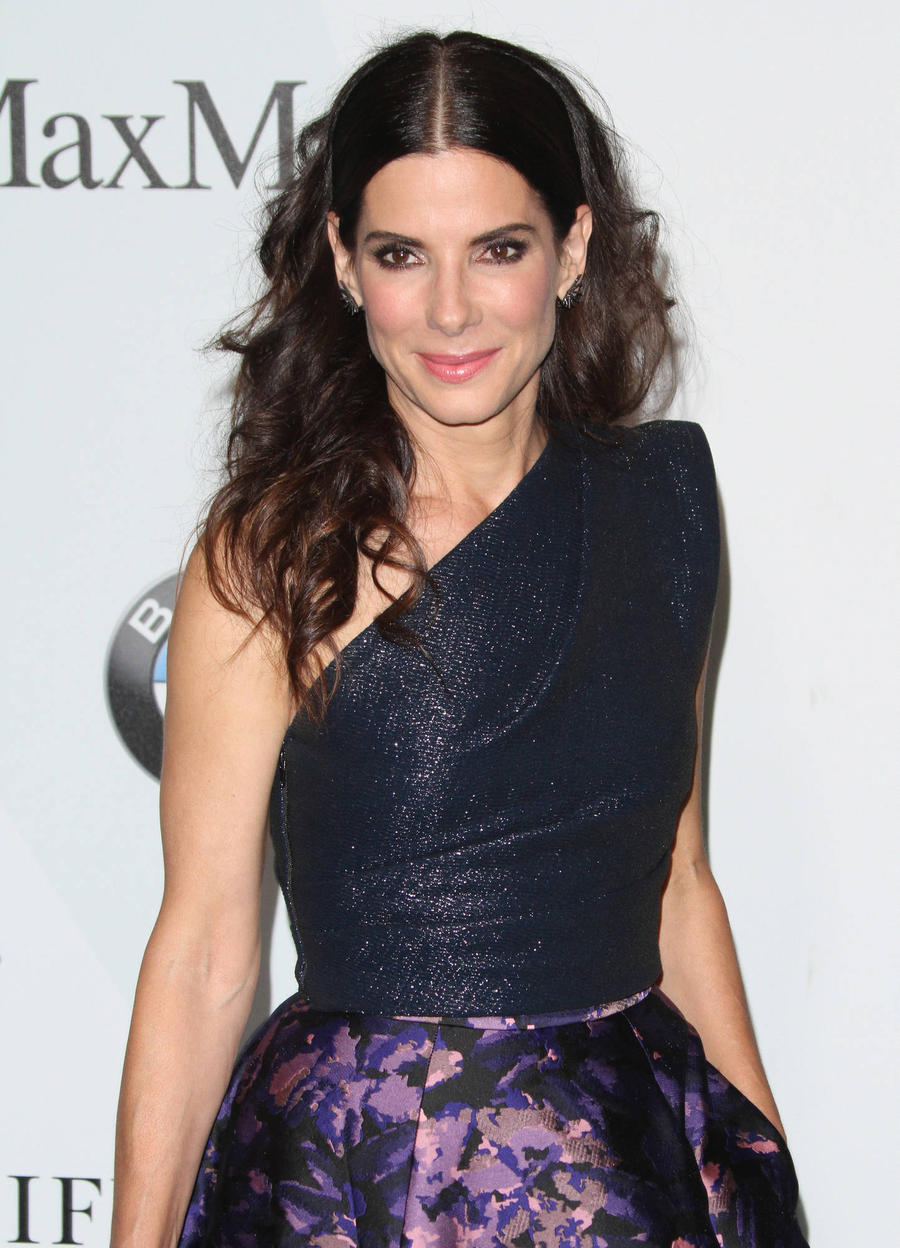 Sandra Bullock Not Engaged Or Planning To Wed