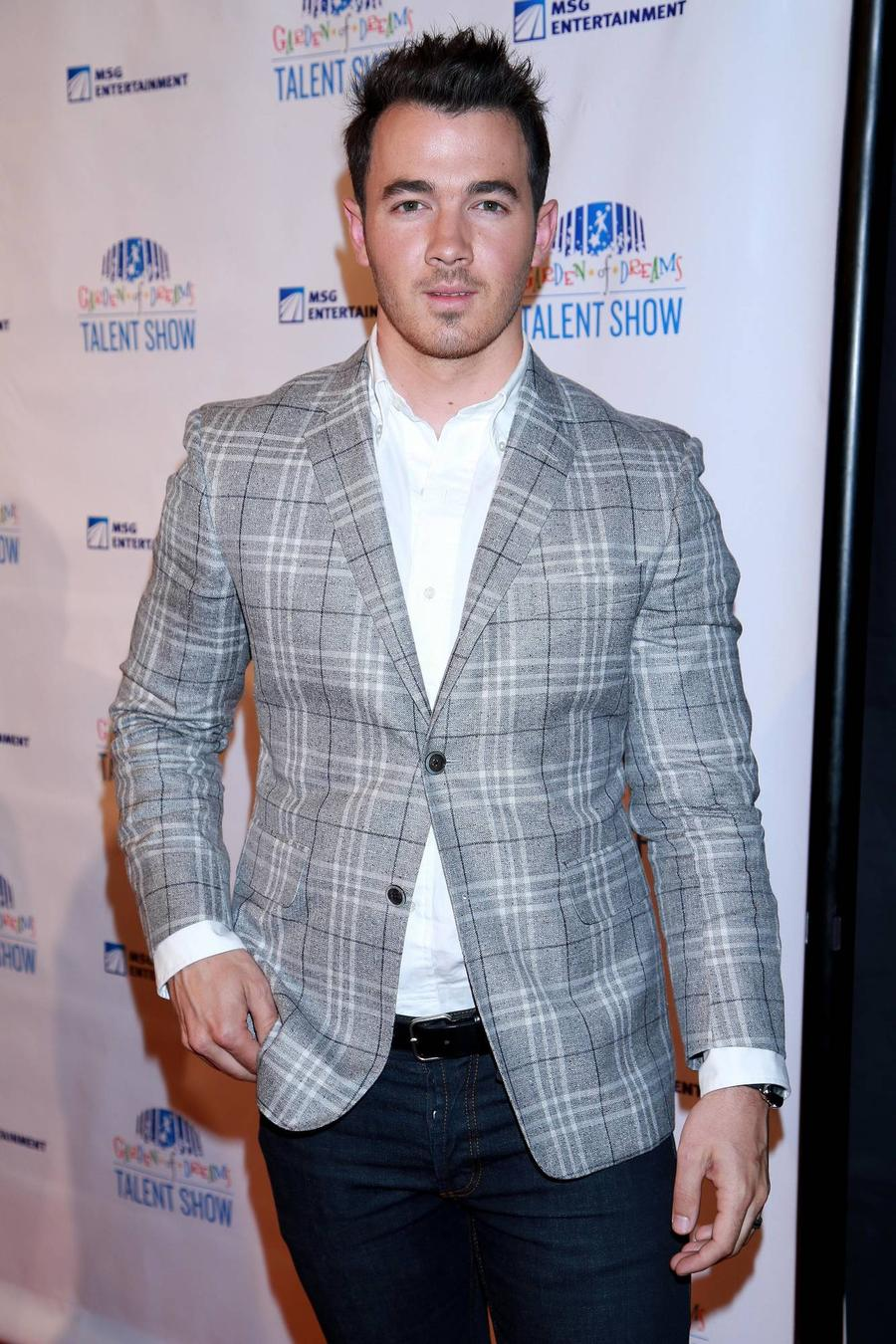 Kevin Jonas Introduces Baby Girl Online
