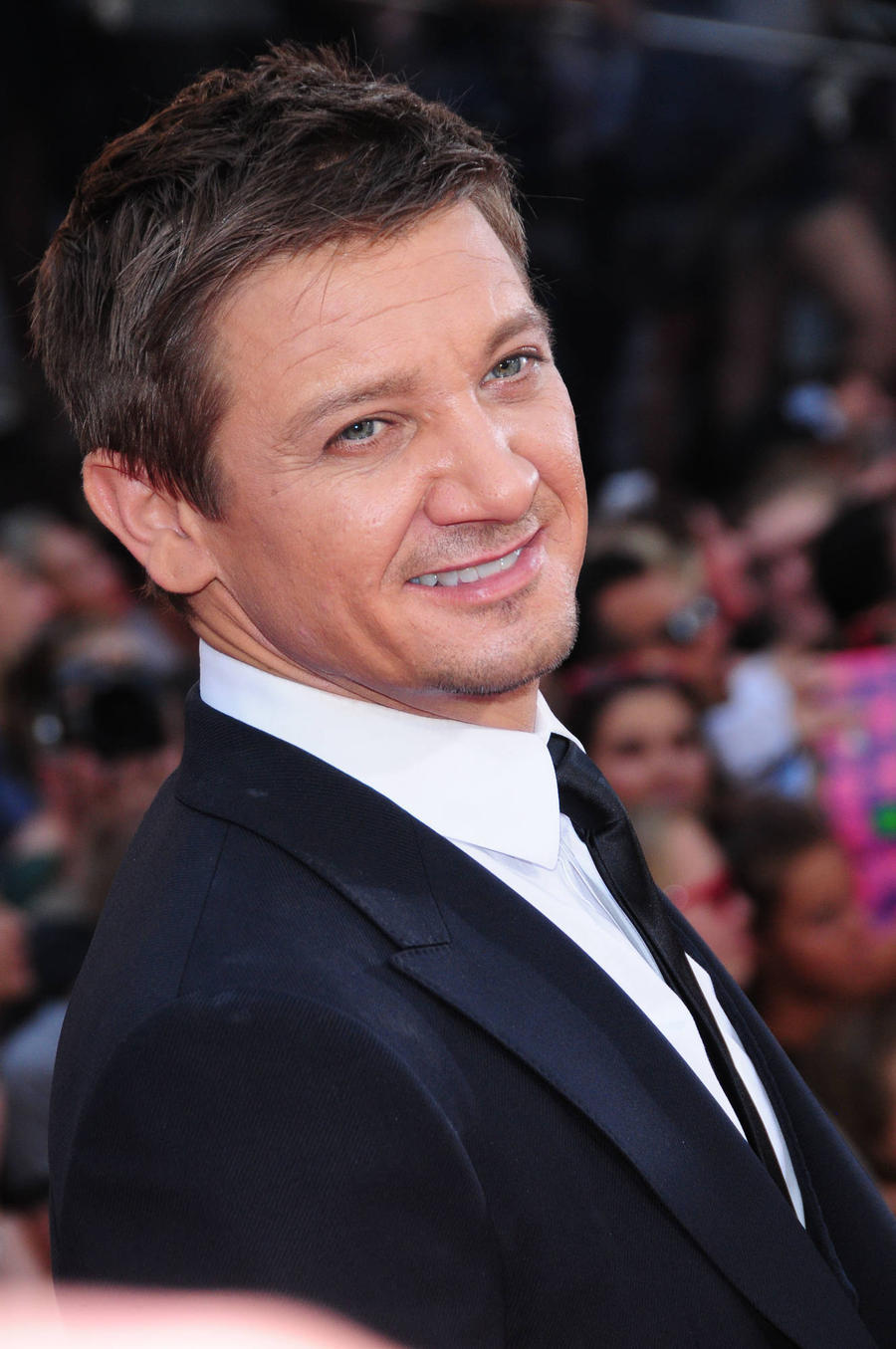 Jeremy Renner And Michael Pena Team Up For Drug Cartel Film