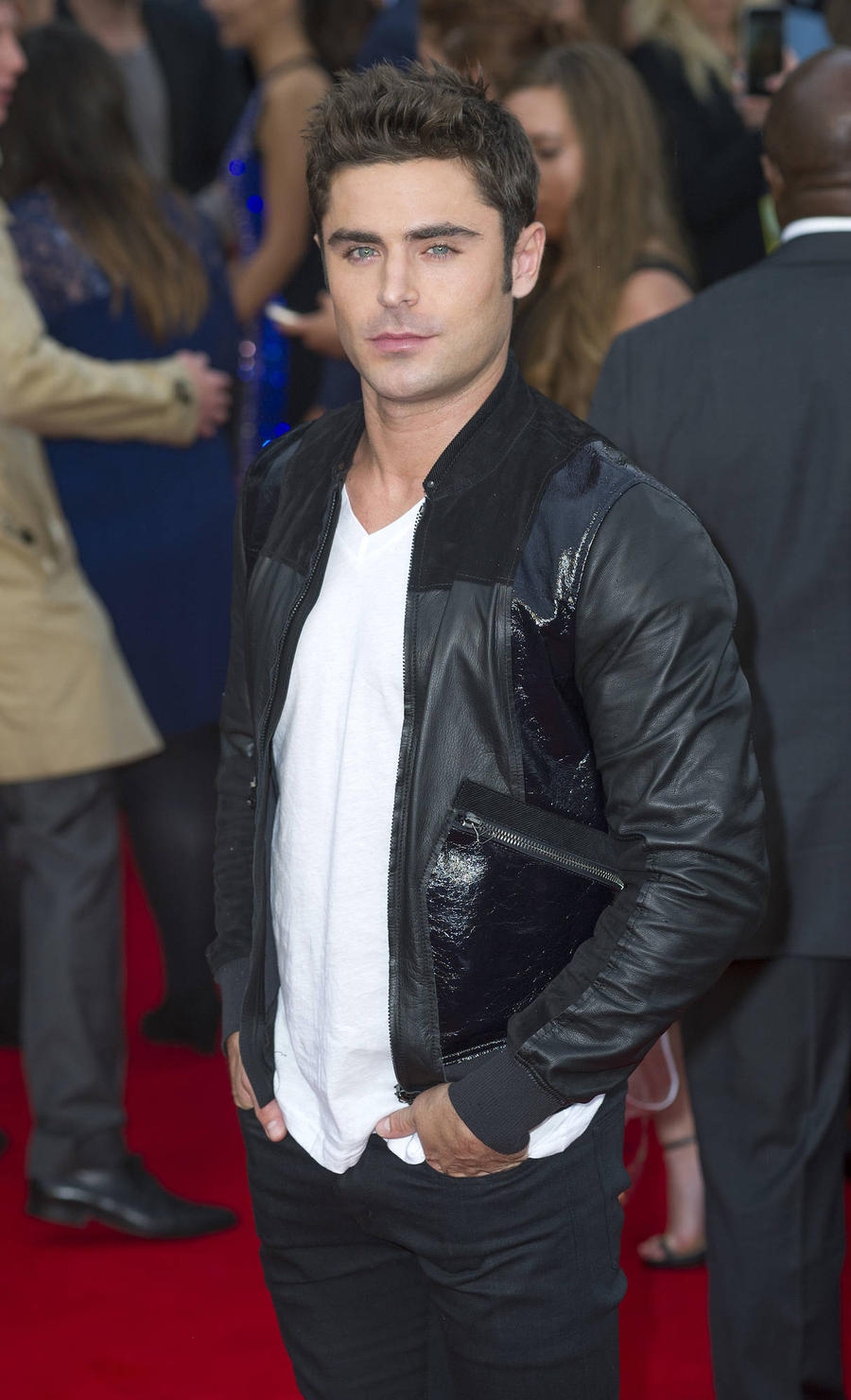 Zac Efron And Chris Hemsworth To Present Mtv Movie Awards