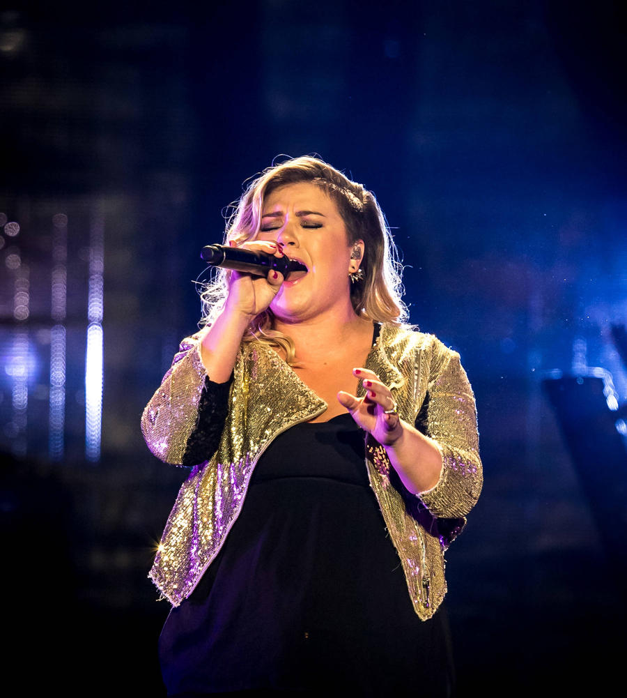 Kelly Clarkson's Emotional Idol Roller Coaster