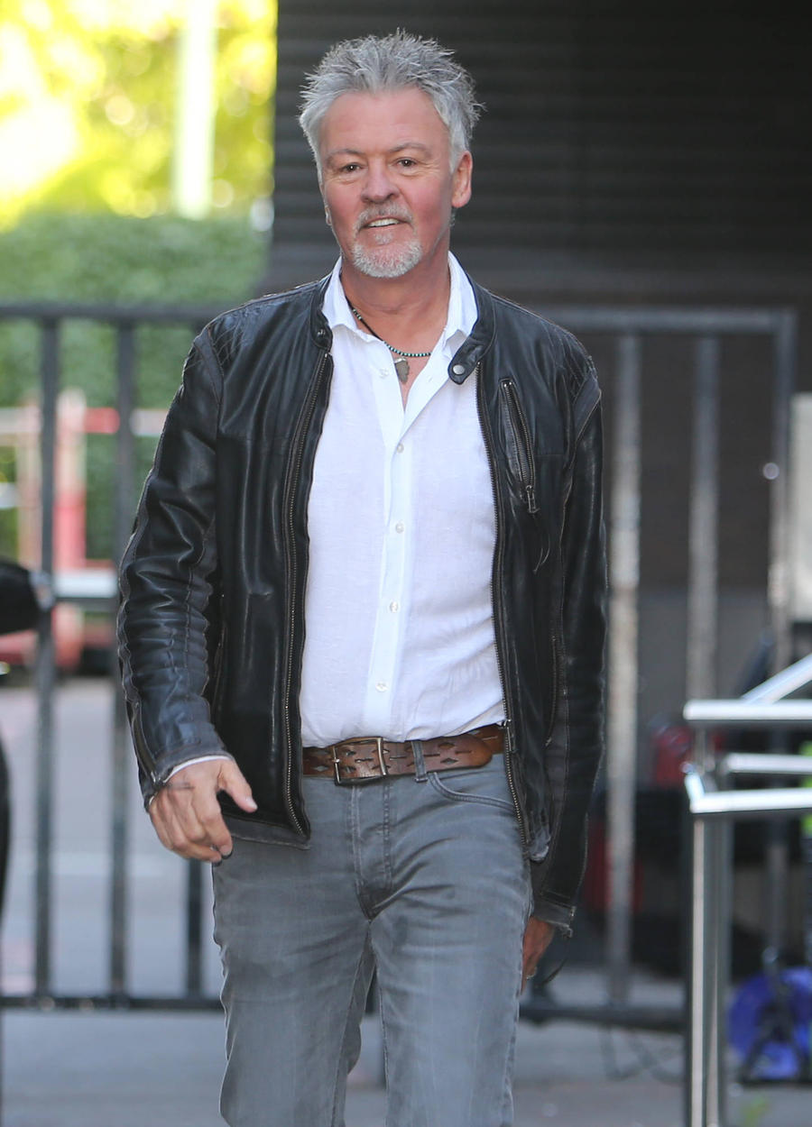 Paul Young Battles Through Arthritis To Perform