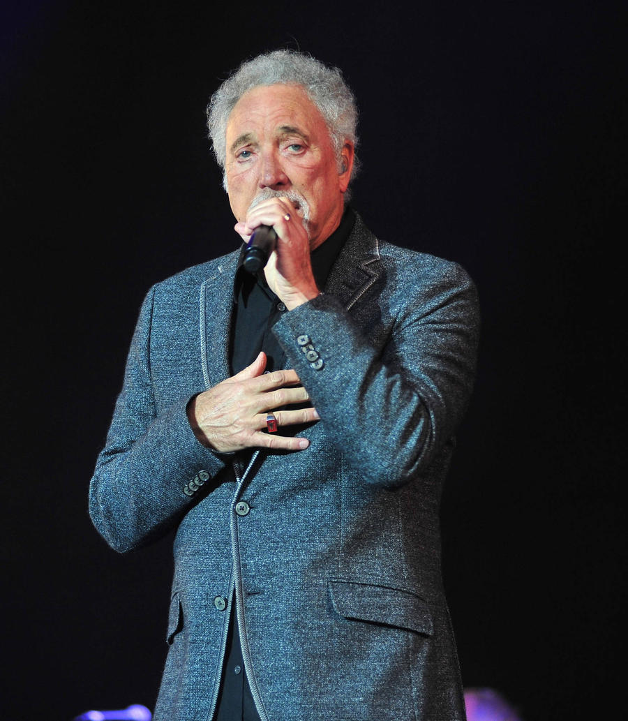 Tom Jones Dedicates Song To Late Wife At London Show