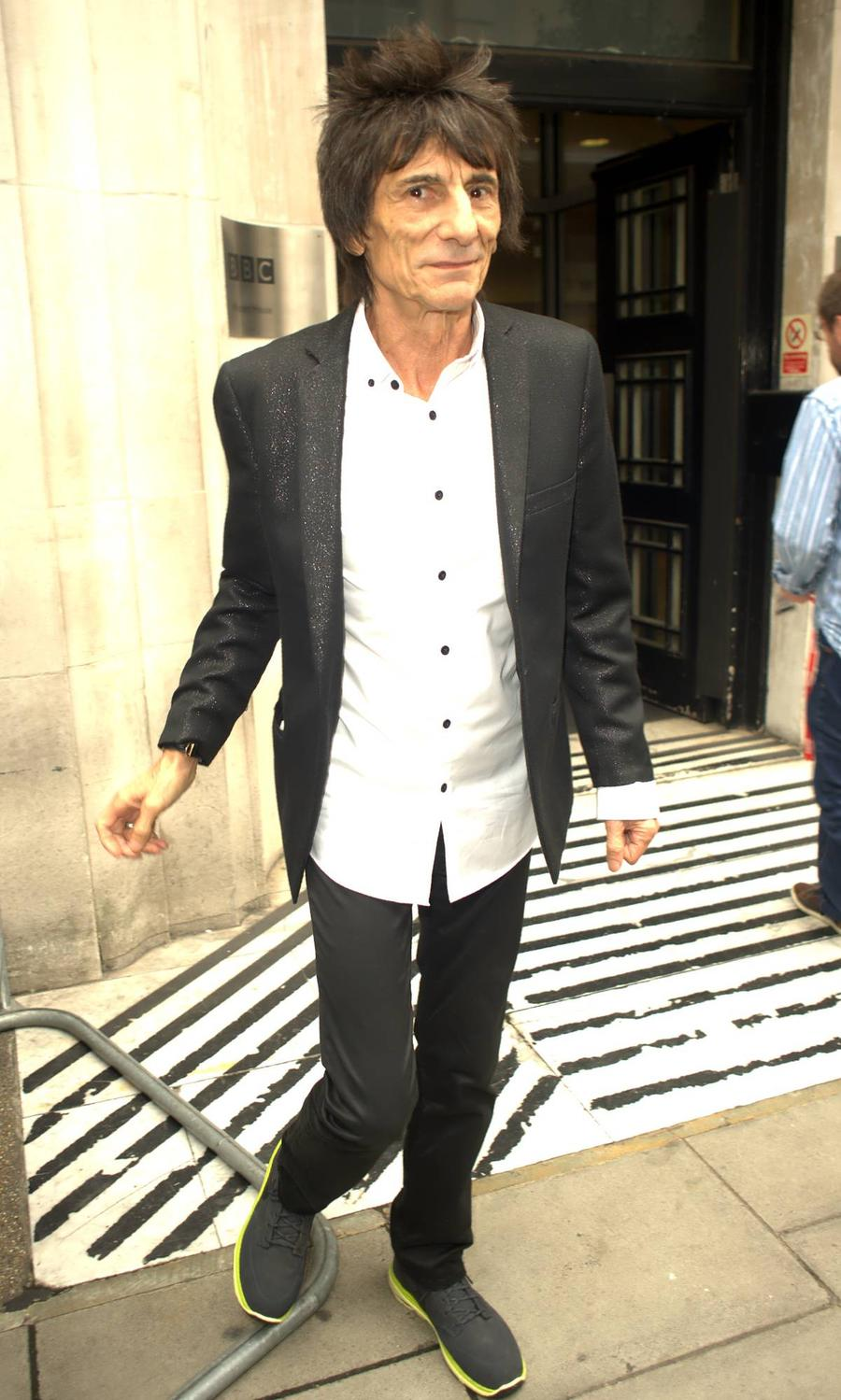New Dad Ronnie Wood 'Quits Smoking'
