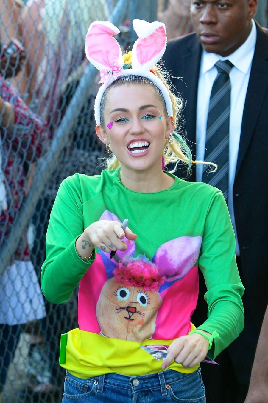 Miley Cyrus Reunites With Ex's Dad Arnold Schwarzenegger