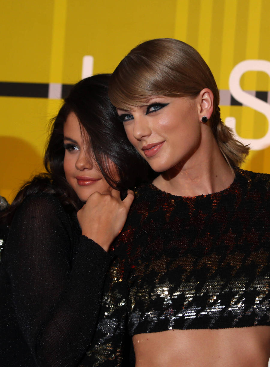Selena Gomez Hoping For Taylor Swift Duet