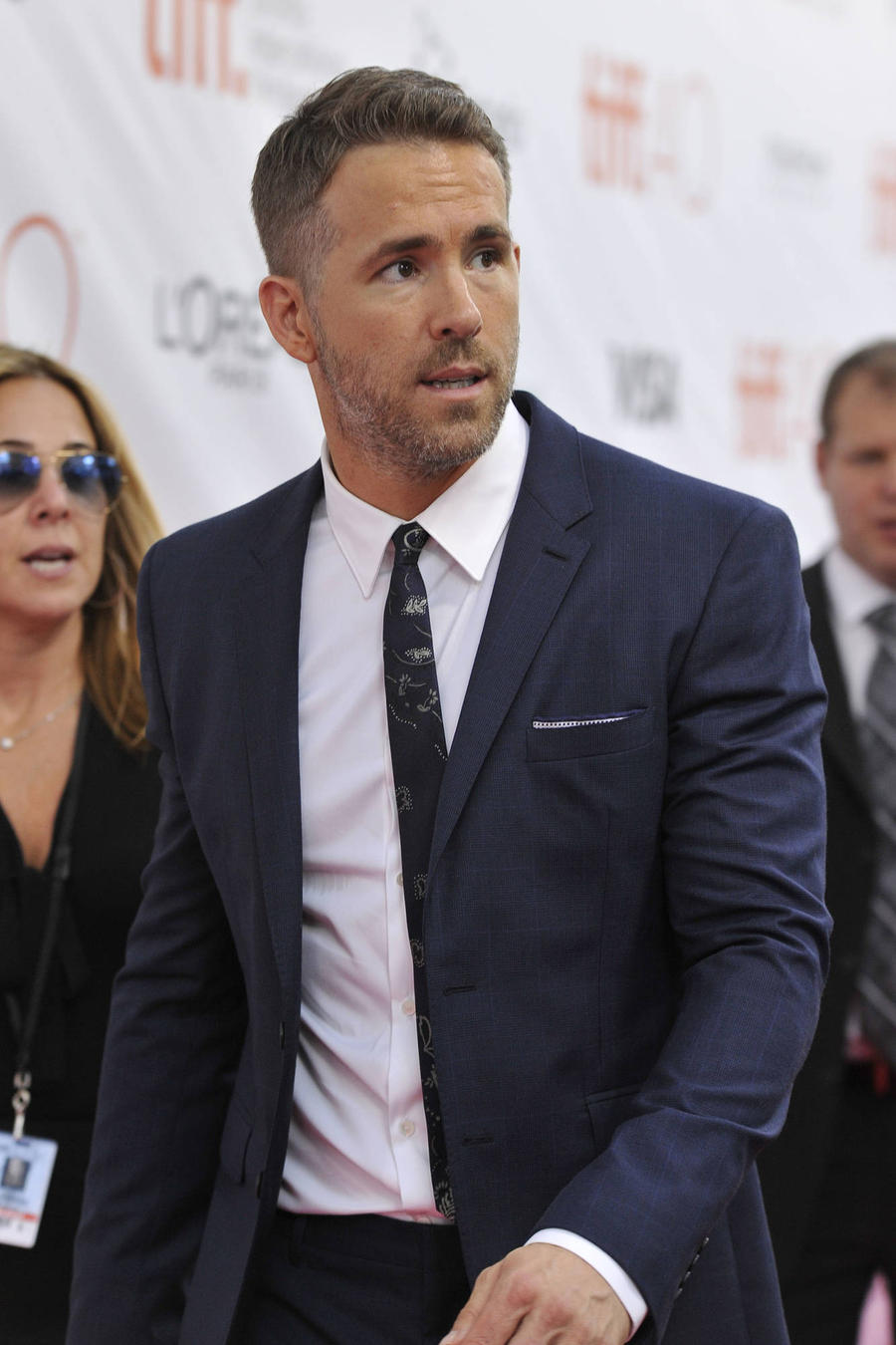 Ryan Reynolds Comfort Break Ruined By Dead Horse