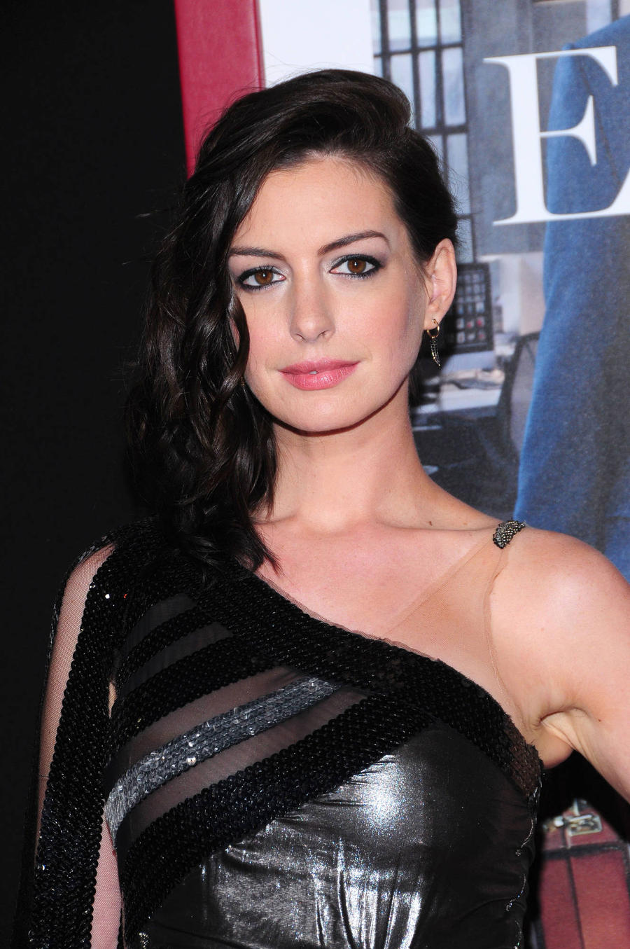 Anne Hathaway Adapting Grounded Play For Big Screen