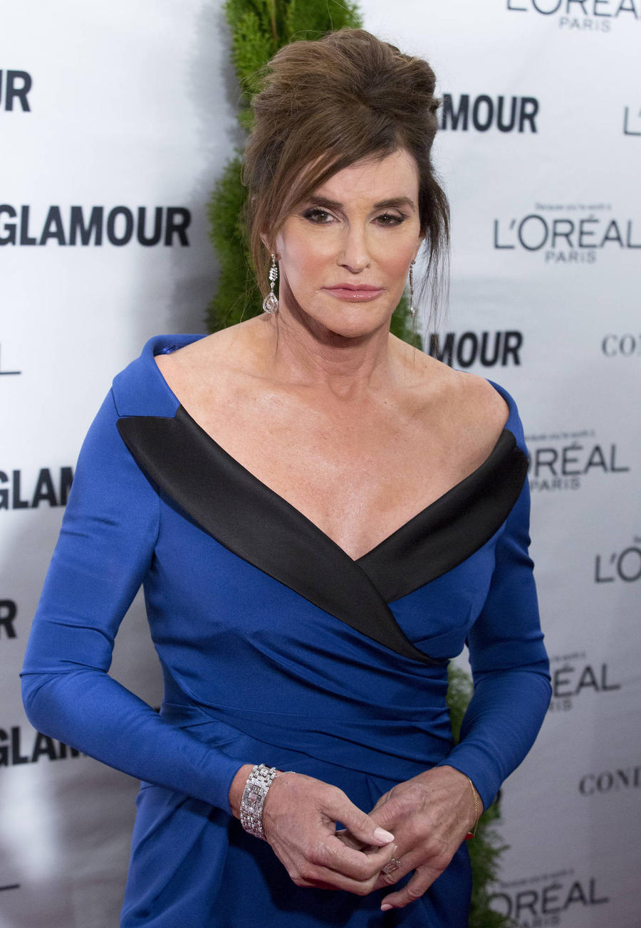 Caitlyn Jenner Poses With Hillary Clinton After Harsh Criticism