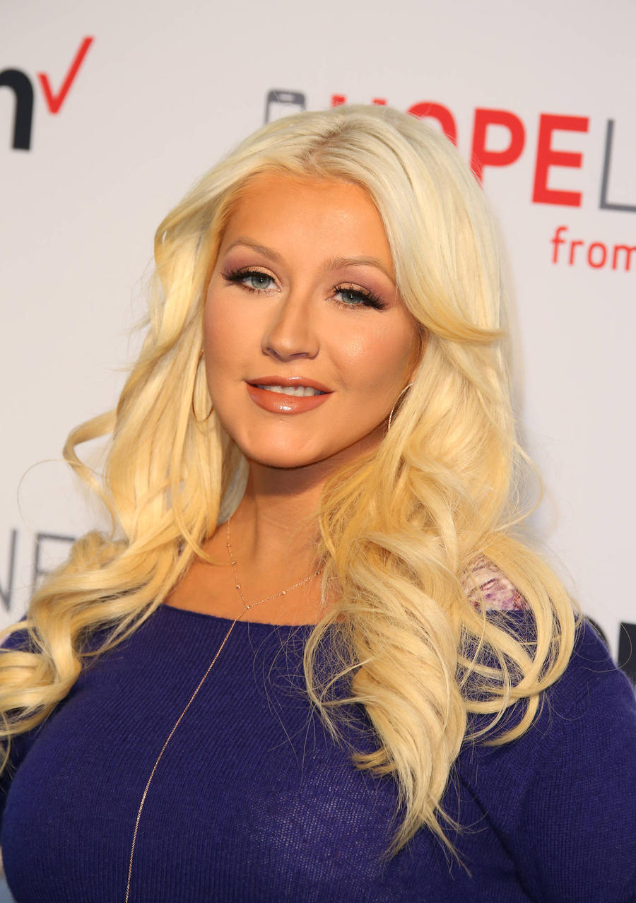 Christina Aguilera Giving Online Singing Lessons