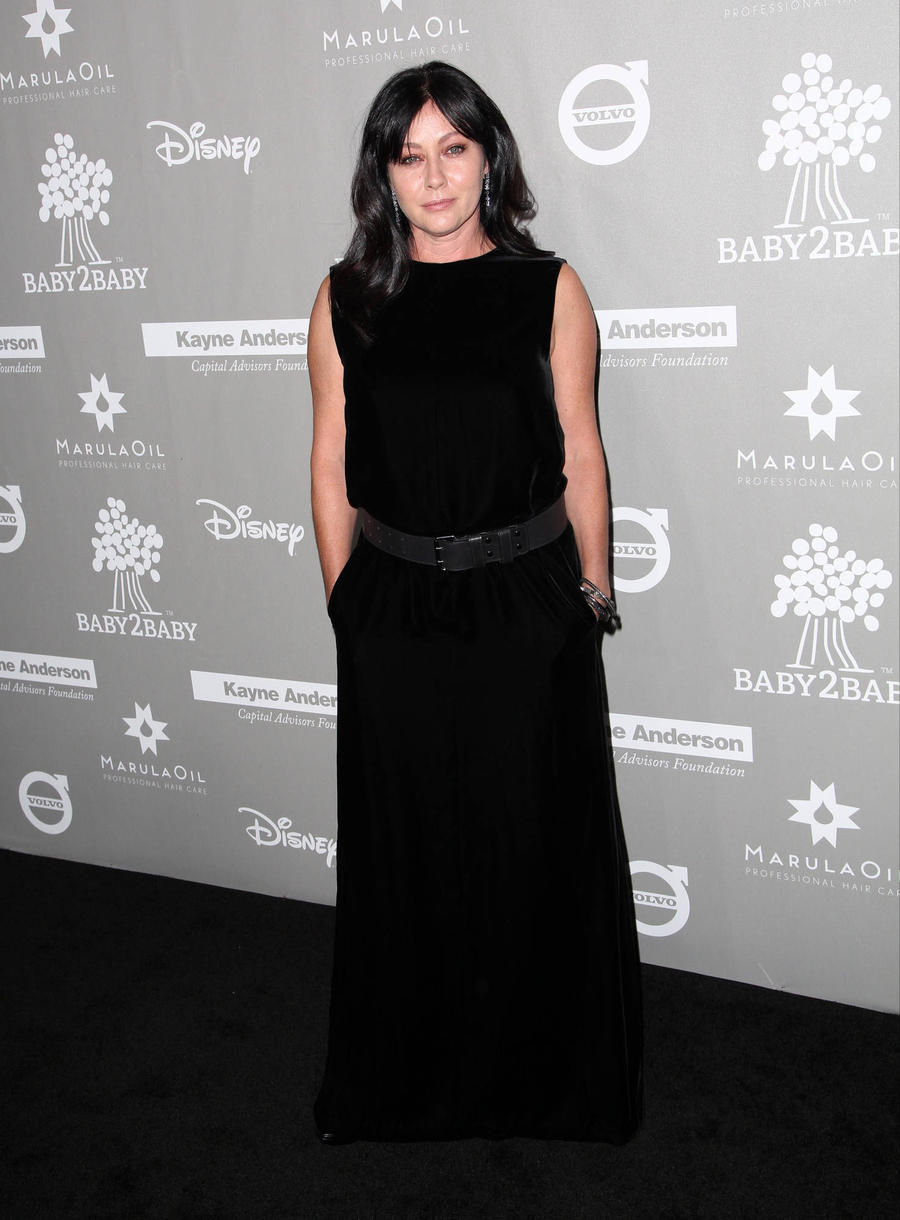 Shannen Doherty Shaves Head During Cancer Battle