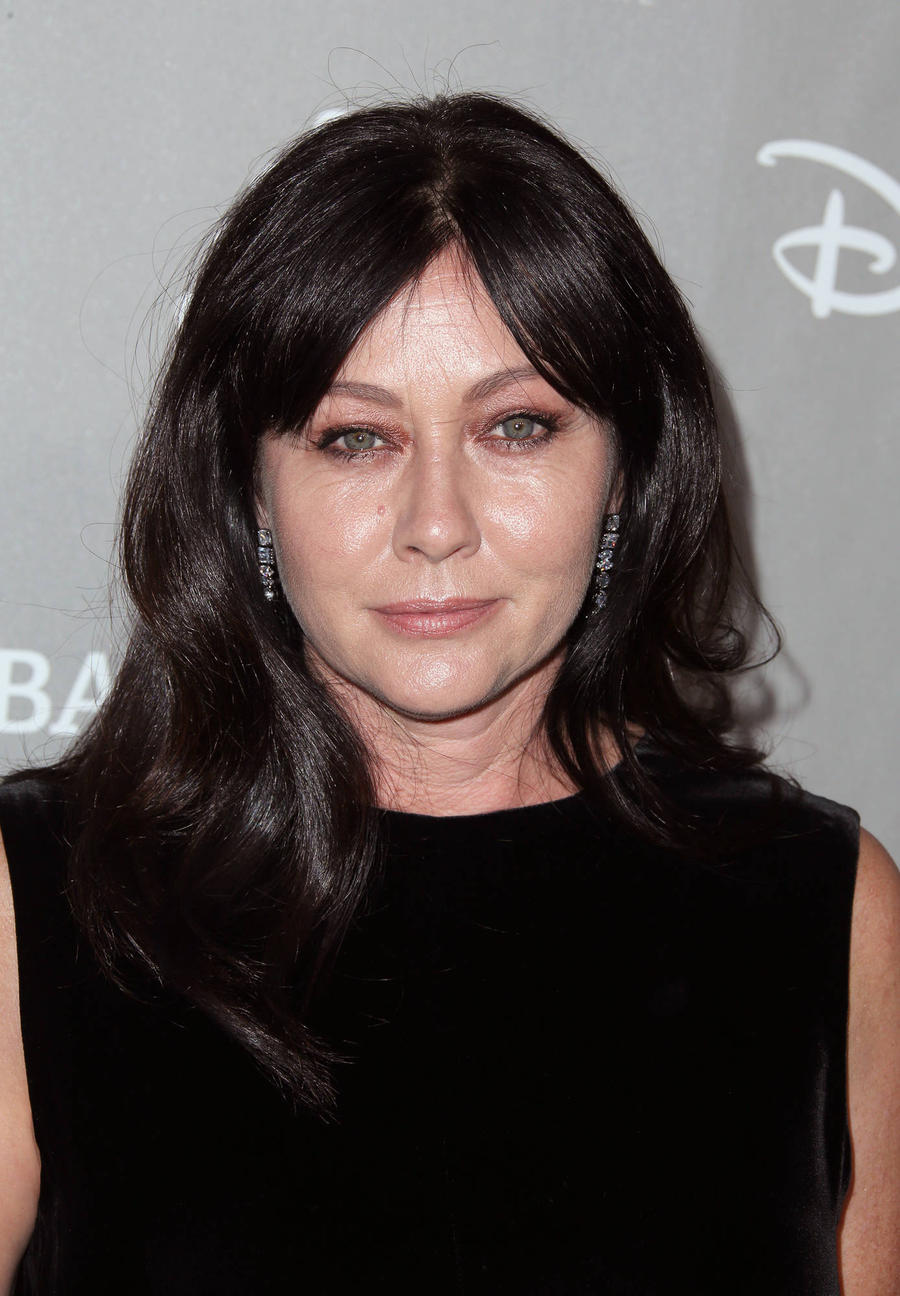 Shannen Doherty Tears Up During Candid Cancer Chat