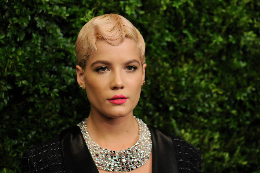 Halsey Diagnosed With Endometriosis