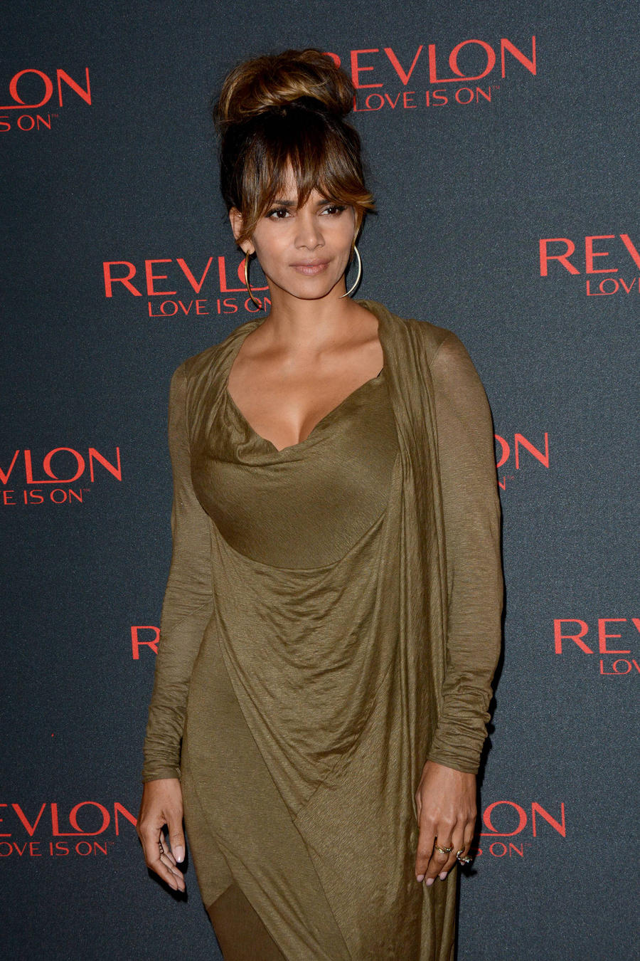 Halle Berry To Front Stand Up 2 Cancer Initiative