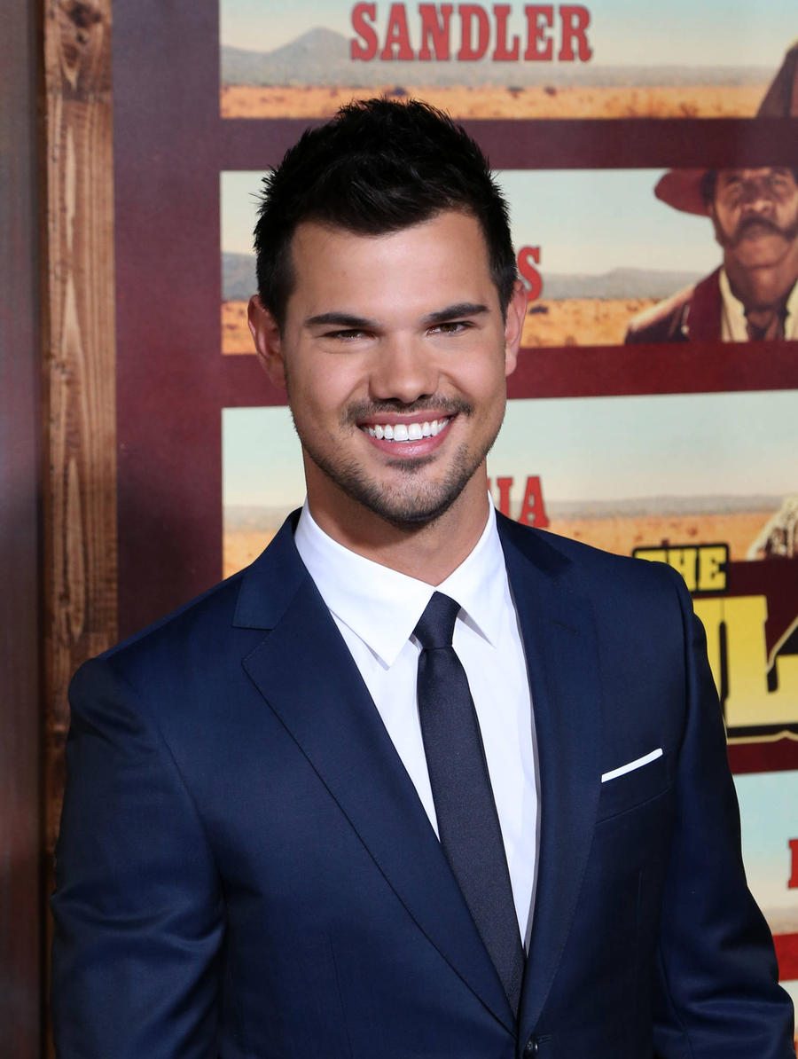 Taylor Lautner Shows O...