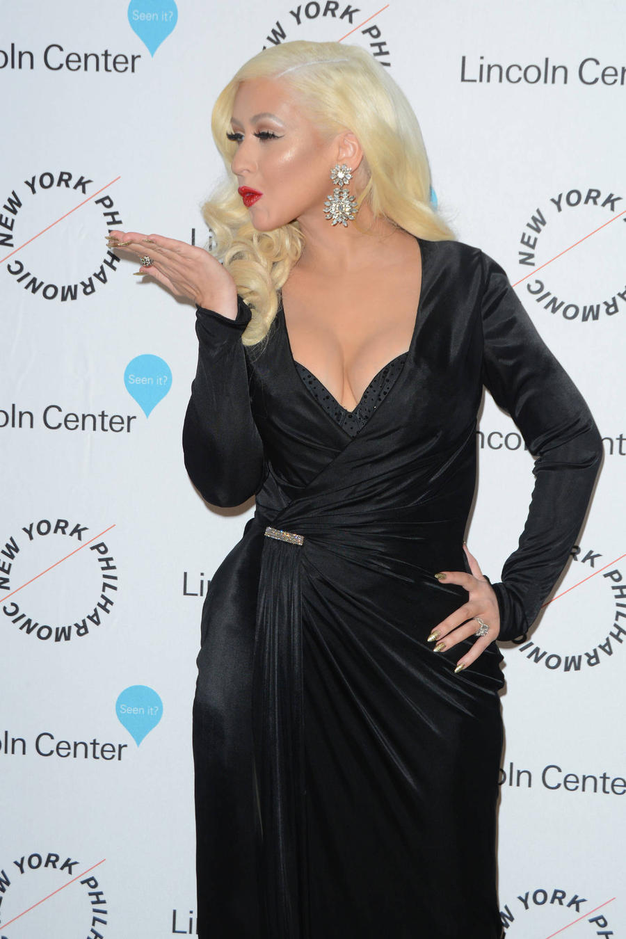 Christina Aguilera Kissed A Girl On Tv - And She Liked It