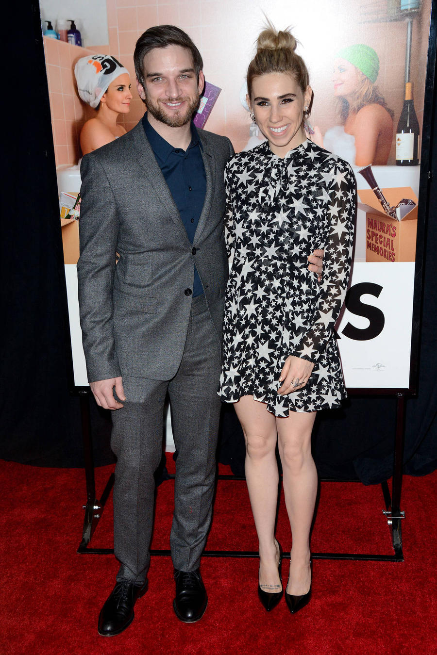 Girls Star Zosia Mamet Weds Boyfriend Evan Jonigkeit