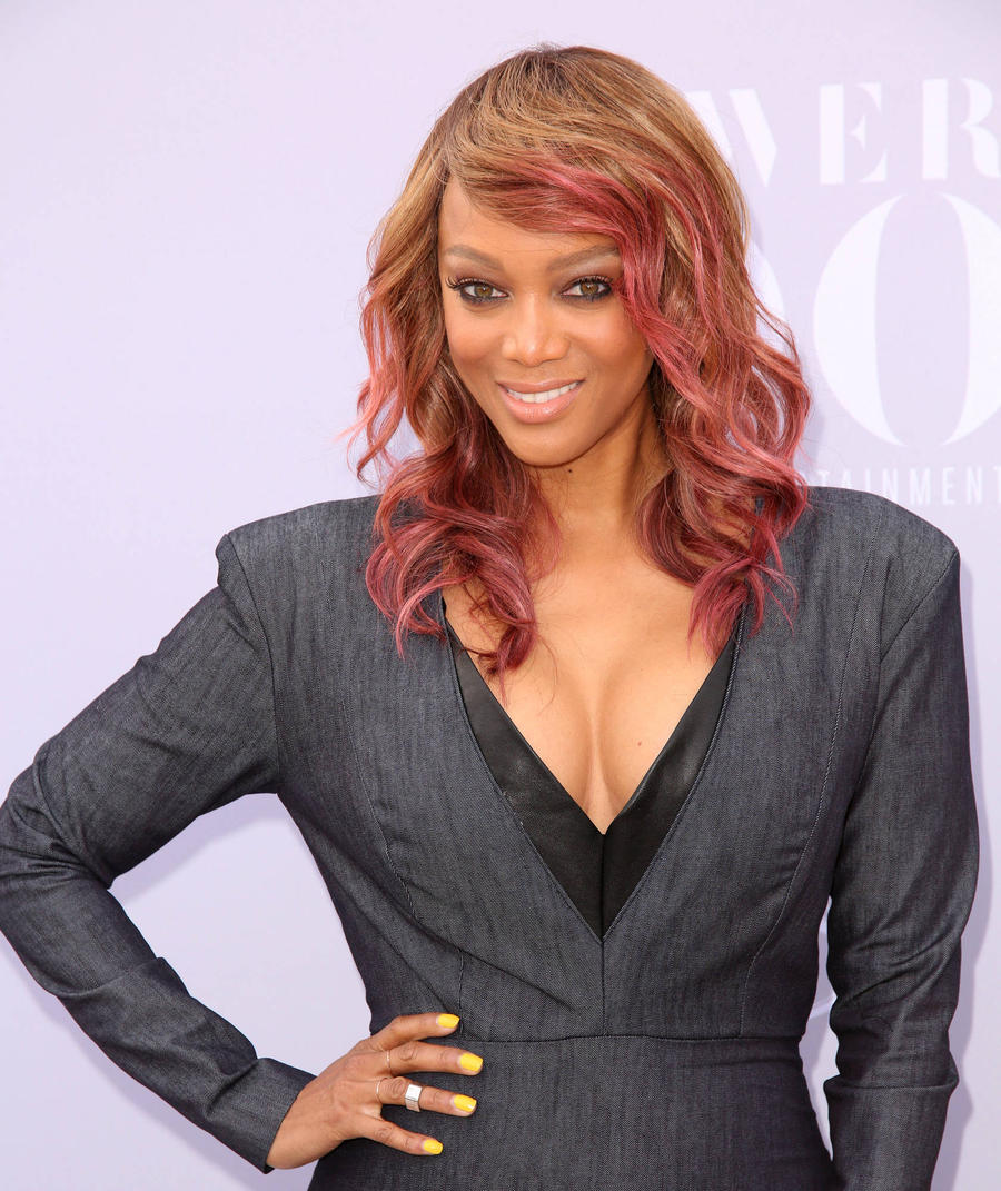 Tyra Banks Defends Gigi And Kendall From Supermodel Snobbery