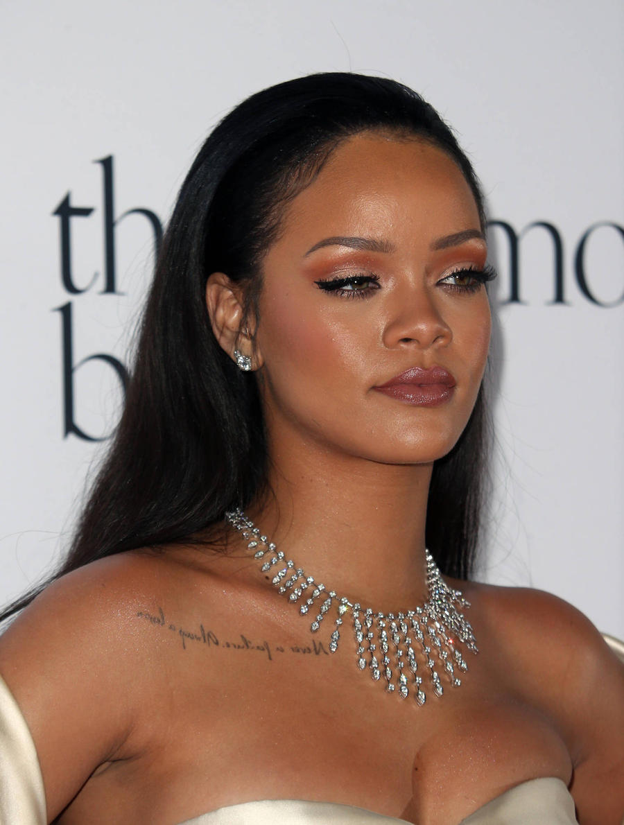 Rihanna Goes Topless For Drake In Risque New Video