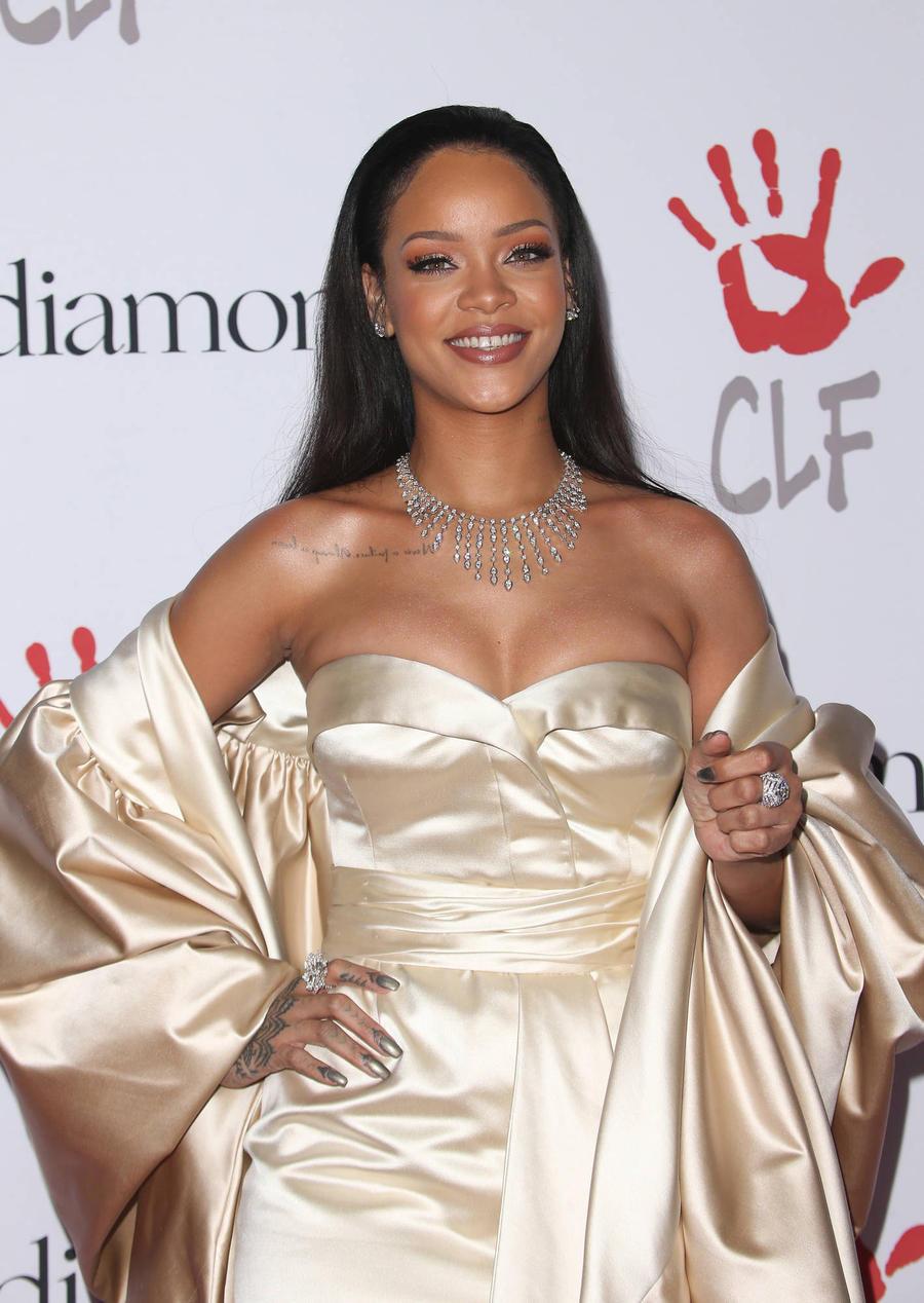 Rihanna Sends Jennifer Lopez Sexy Manolo Boots