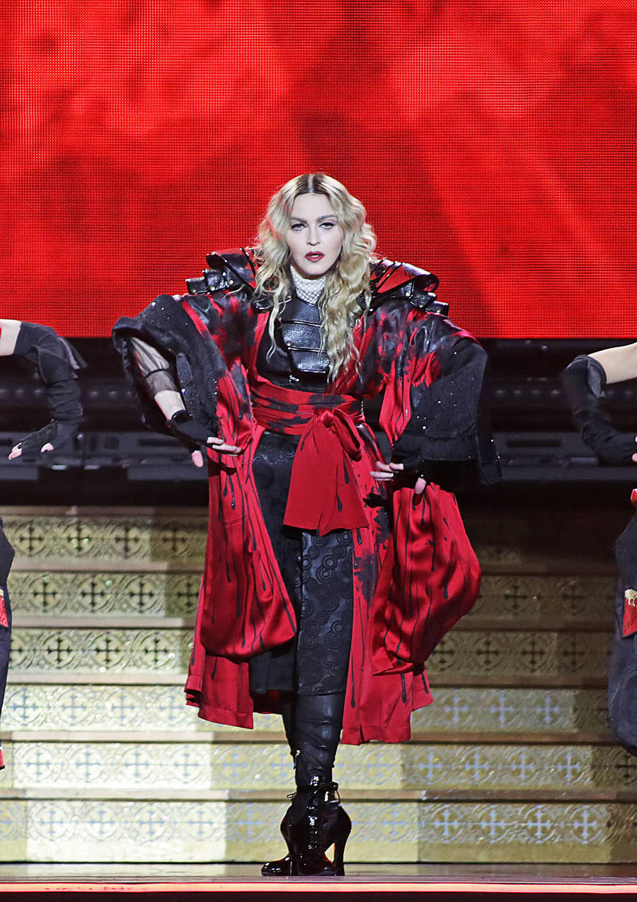 Madonna Thrills Children In Manila