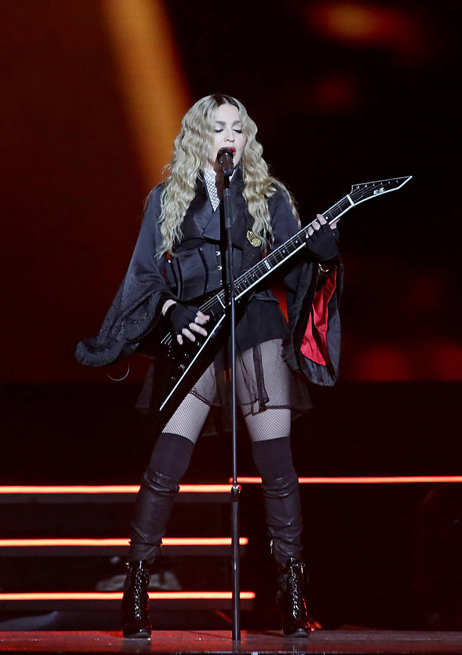 Madonna 'Suffers Boozy Onstage Meltdown'