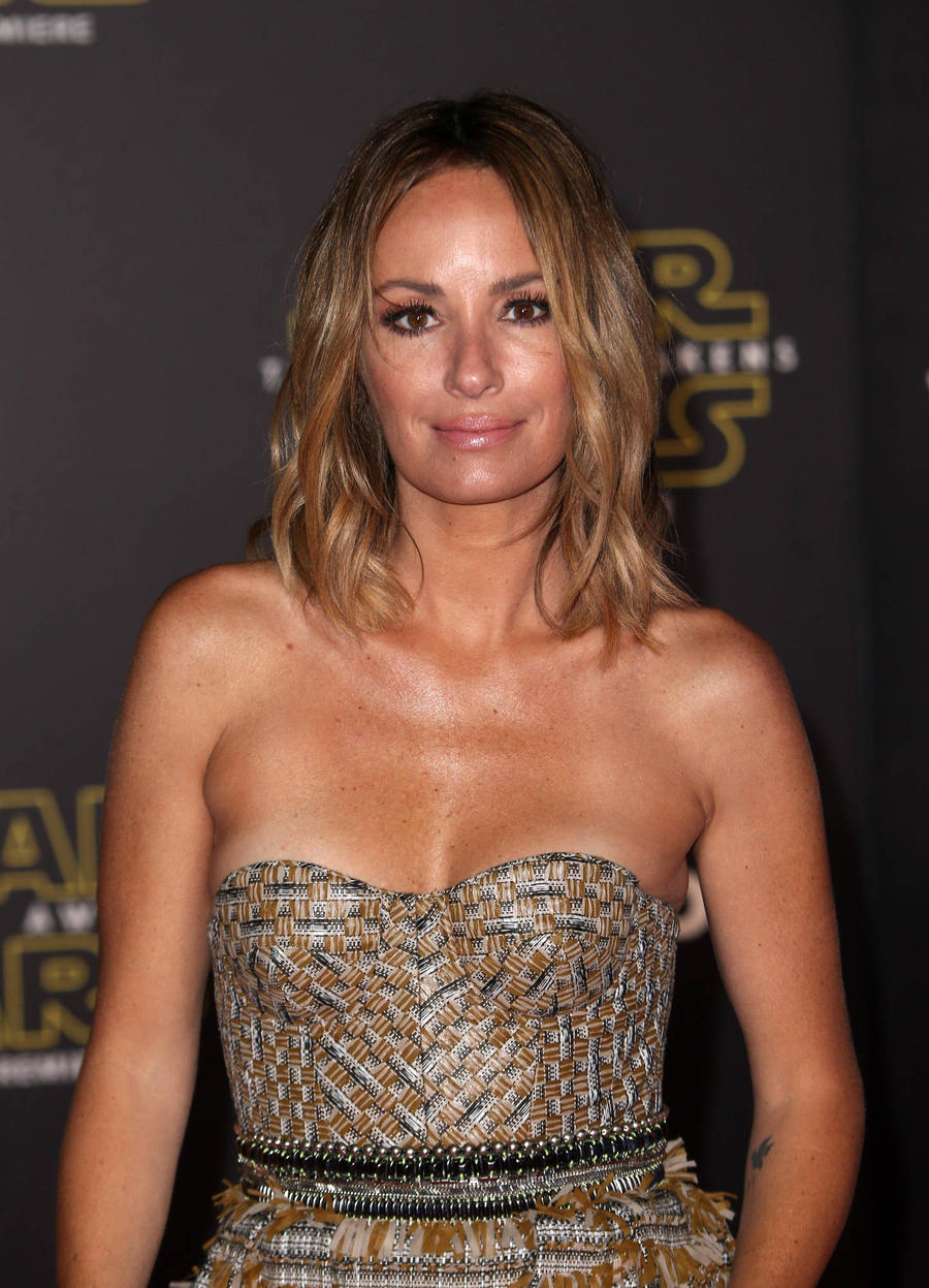 Tv Presenter Catt Sadler Files For Divorce