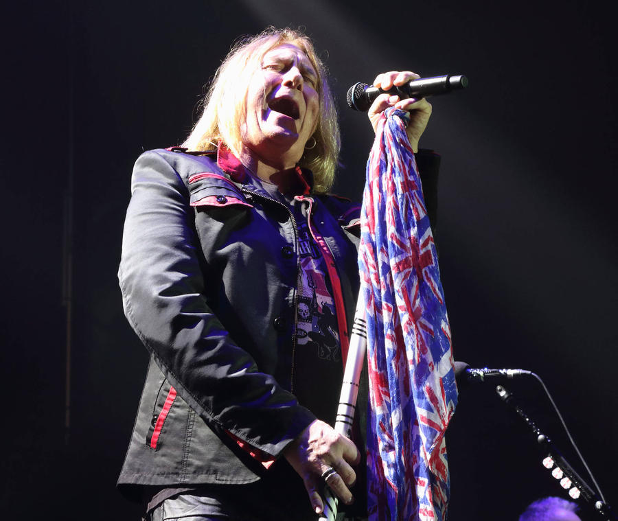 Def Leppard Postpone Winter Tour Dates As Joe Elliott Battles Throat Issues