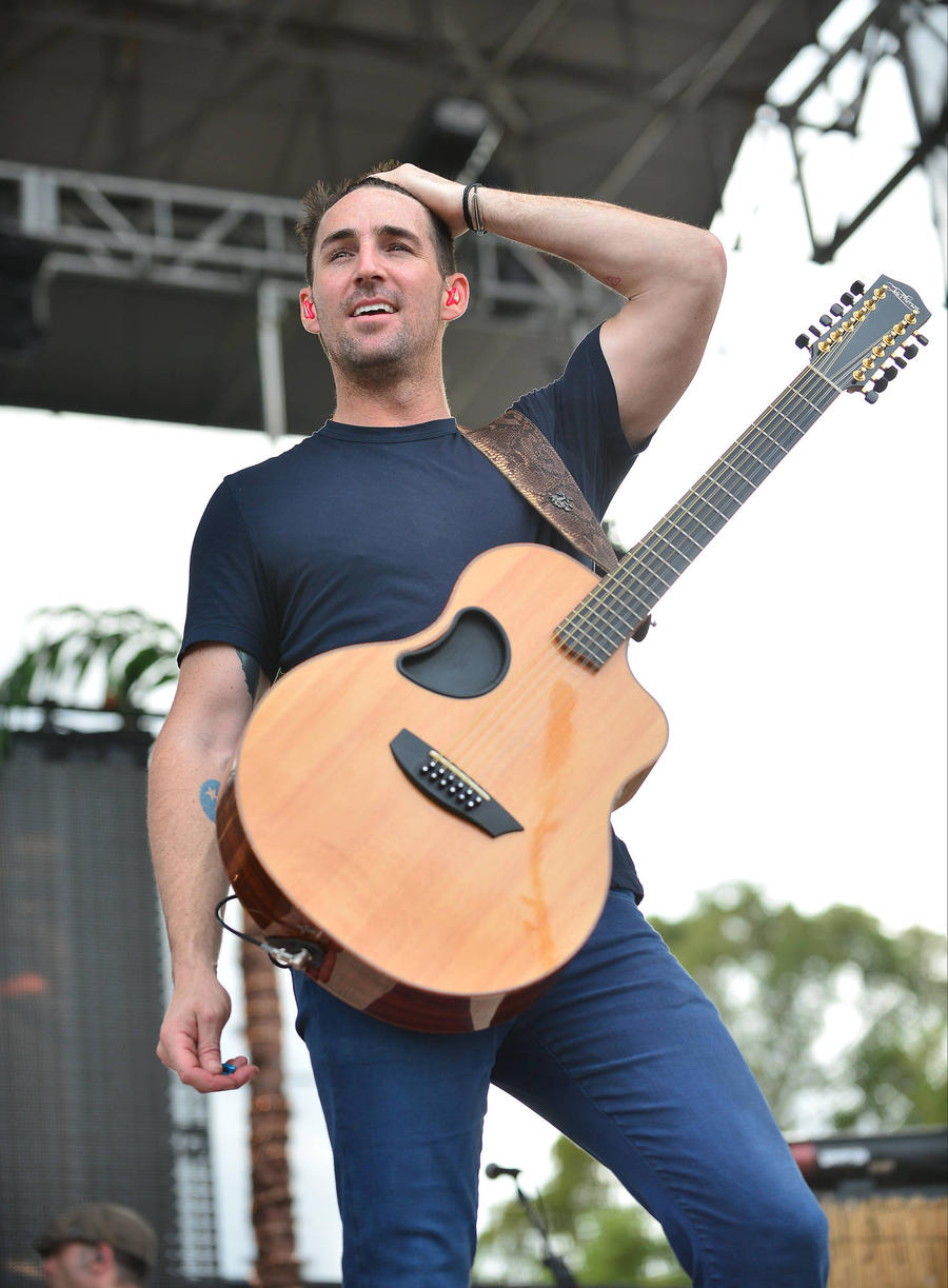 Jake Owen Delights Cancer Survivor By Inviting Her On Stage