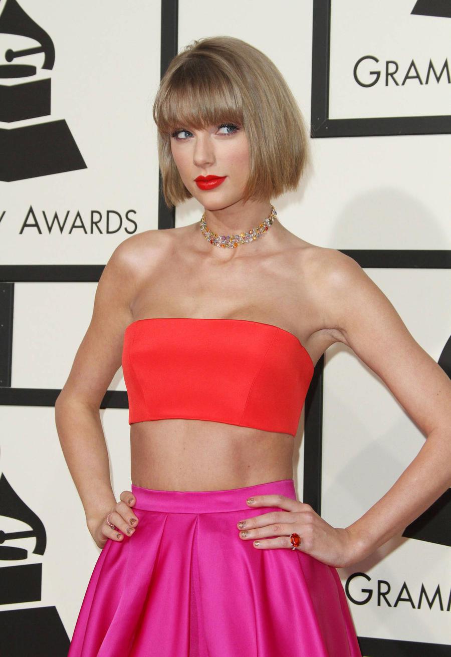 Taylor Swift Helps To Open Children's Hospital Studio