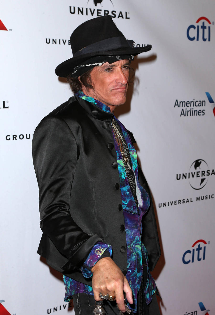 Hollywood Vampires To Carry On With Tour
