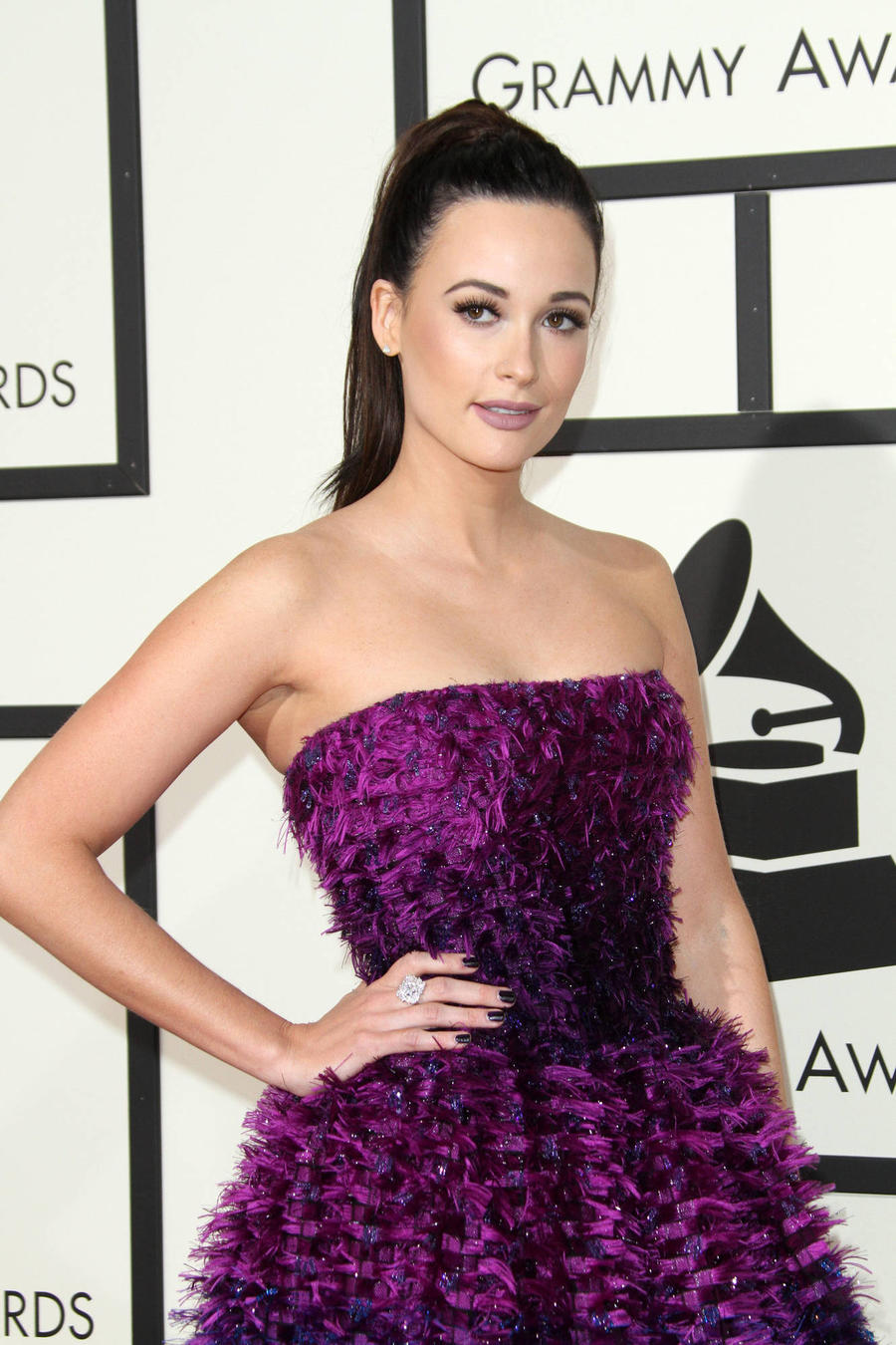 Kacey Musgraves Looking Forward To Getting Home For Christmas