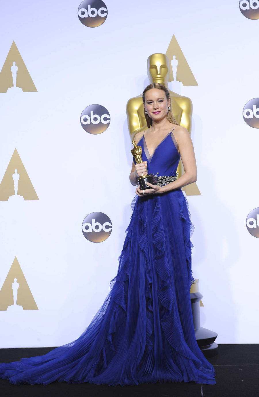 Brie Larson Channeled Renaissance In Oscars Dress