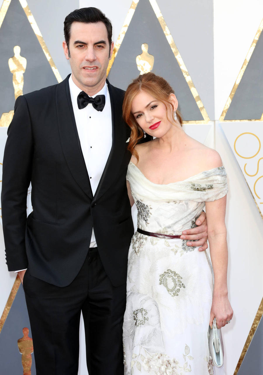 Isla Fisher Chose 'Wide Dress' To Smuggle Ali G's Oscars Costume
